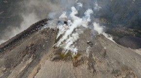 На Курильских островах проснулись два вулкана