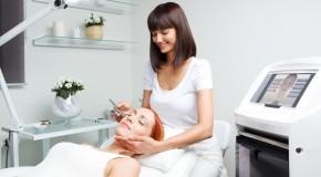 Посещать центры косметологии стало больше женщин