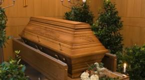 Президент России распорядился улучшить качество похорон