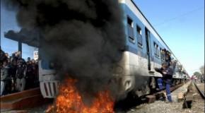 Пьяные пассажиры подожгли поезд