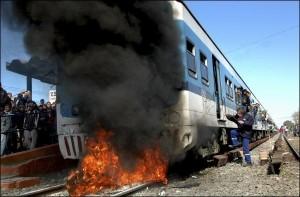 пассажиры подожгли поезд